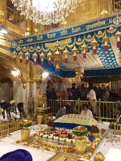 Guru Granth Sahib Quotes, Sri Guru Granth Sahib, Gurbani Quotes, Holy Quotes, Learn To Fight Alone, Guru Nanak Ji, Harmandir Sahib, Golden Temple Amritsar, Inspirational Prayers