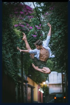 Uncover the beauty of Mexico through dance in felt inside of this gorgeous dance photography. Dancer Photography, People Photography, Male Ballet Dancers, Dancers Pointe, City Ballet, Dance Movement, Photoshop, Shall We Dance, Dance Poses