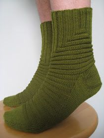 Knitted Socks Free Pattern, Knitting Socks, Knit Patterns, Crochet Chart, Knit Crochet, Winter Socks, Mittens, Tatting, Slippers