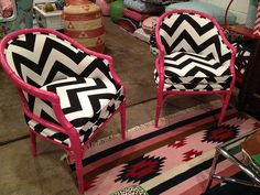 These would be fabulous in a teen room! In search of these chairs...love them!!