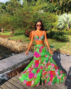 viernes look flowers outfits faldaslargas croptop photography green nature style moda models women Vacation Outfits, Summer Outfits, Cute Outfits, Summer Dresses, Beach Sundresses, Beach Outfits, 50s Dresses, Look Fashion, Fashion Outfits