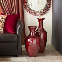 20 Classy Red Floor Vase Design To Fill Empty Space - Red Living Room Decor, Living Room Decor, Apartment Decor, Floor Vase, Brown Living Room, Living Decor, Apartment Decorating Living, Red Rooms, Vases Decor