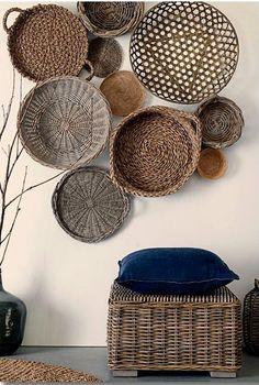 Декор в цветах: серый, светло-серый, коричневый. Декор в стиле этника.