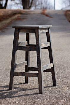 These simple wood stools are so beautiful - Ana White Diy Bar Stools, Diy Stool, Wood Stool, Stool Chair, Wooden Bar Stools, Diy Furniture Plans, Furniture Projects, Furniture Stores, Modern Furniture