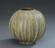 Vare: 3783616 Arne Bang. Vase med rillet korpus, model nr. 6