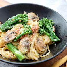 Pasta med fløde sauce, svampe og broccolini - Let opskrift på god pasta, Quick Healthy Meals, Easy Meals, Healthy Recipes, Yummy Food, Tasty, Sweet Potato Soup, Mediterranean Diet Recipes, Tortellini, Baked Chicken