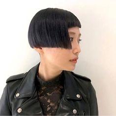 Bob Haircut With Bangs, Mi Long, Contrast, Hair Cuts, Hair Models, Half Shaved, Shaved Hair, People, Bowls