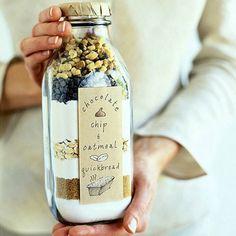Te leuk, ingredienten in de fles/pot. En het receptje op het etiket. Heel leuk cadeautje!