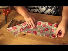 This is made by Jaque Miller, in this video she shows how to make a mini album. The goal with this curation is to show how to make a diy album with low cost materials.