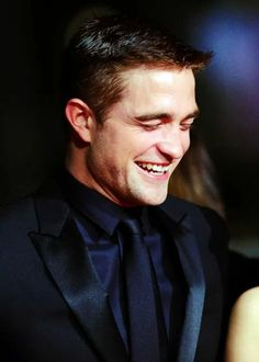 Beni sinirlendirme!!!!  Bu sefer wasabi olursun!!!!!!! Robert Pattinson, I love his smile!