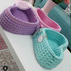 Crochet basket heart ideas Ideas for 2019 Crochet Coaster Pattern, Crochet Basket Pattern, Crochet Motif, Crochet Designs, Crochet Patterns, Crochet Storage, Baby Afghan Crochet, Crochet Decoration, Crochet Bracelet
