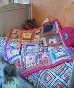 Magnifique plaid en patchwork personnalisé pour sa petiote (faite par Lila Fanfreluche, Lila Cam sur pinterest)   (Anouk blanket, la presque fin. - Lila Fanfreluche)