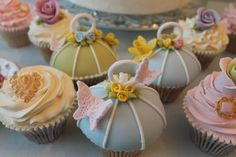 Tutorial: How to Make Birdcage Cupcakes http://www.sugarshack.co.uk/blog/?p=2862