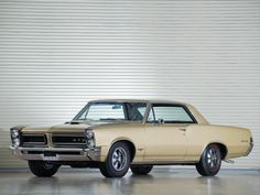 1965 Pontiac Tempest LeMans GTO Hardtop Coupe. YES! That is what I want to restore some day. Why not ?!