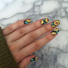 Pin by kaitlyn wax on fashion nails, sunflower nails, sunflo Diy Nails, Cute Nails, Sunflower Nail Art, Gel Nagel Design, Floral Nail Art, Nagel Gel, New Nail Art, Cute Nail Designs, Flower Nail Designs