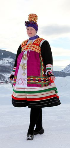 Folk costumes - Page 12