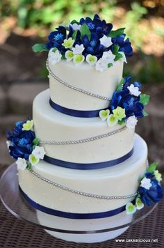This is an elegant cake for a blue inspired spring wedding