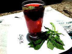 Refrescante y deliciosa. Ingredientes necesarios: ( para 3 litros ) * 1 puño de jamaica * 3 litros de agua * 5 ramas de limón zacate / el que se usa para hacer té * albahaca al gusto Pones a hervir…