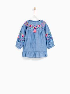{Typical and tailored made newborn baby dress, provides the best solution. Pregnancy Fashion Winter, Winter Maternity Outfits, Baby Girl Dresses, Baby Dress, Girl Outfits, Online Zara, Moda Online, Fashion Kids, Embroidered Denim Shirt