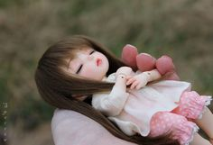 I was carrying Nell down to a little green patch for some photos but I found her cuter just resting in my hand ♥ Cute Girl Hd Wallpaper, Cute Disney Wallpaper, Cute Cartoon Wallpapers, Beautiful Barbie Dolls, Pretty Dolls, Anime Dolls, Blythe Dolls, Cute Baby Dolls, Cute Babies