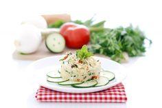 Receta de ensalada tabule, con muchos ingredientes que aportan sabor y uno imprescindible, el cuscús, couscous o kuskús. Hoy te enseñamos a cocerlo.
