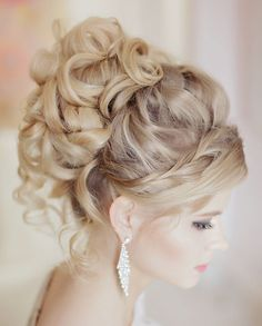 wedding hairstyle ideas; via Websalon Wedding