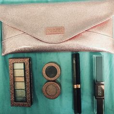 Physicians Formula Extreme Shimmer Makeup Kit with clutch! Kit contains: Eye shadow in Nude colors - Liquid powder palette provides 6 shades with multi. Makeup Dupes, Sephora Makeup, Makeup Kit, Eyeliner, Eyeshadow, Lengthening Mascara, Physicians Formula, Nude Color, How To Apply