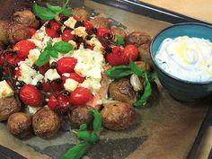 Ugnsbakad lax med kvisttomater och basilikakräm | Recept från Köket.se