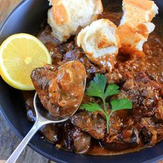 Spicy and creamy chicken livers pan fried on the barbecue. Serve these tasty morsels with lemon, extra hot sauce and crusty white bread. Chicken Liver Recipes, Healthy Chicken, Creamy Chicken, Fried Chicken Livers, Creamy Peas, Liver And Onions, How To Cook Liver, Spicy Sauce, Hot Sauce