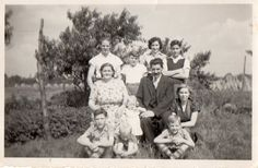 familie Welten 1952, rechtsonder zit ik... 61 jaar geleden... is dat mooi of is dat mooi??