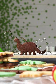 Biscuits dinosaure pour une fête d'anniversaire