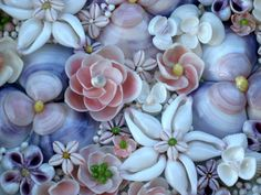 Please Welcome Rae of SeaPosie on Etsy – Loving Coastal Living by SeaShellsbySeaShore Sea Crafts, Rock Crafts, Diy Home Crafts, Nature Crafts, Seashell Ornaments, Seashell Art, Seashell Crafts, Seashell Projects, Driftwood Projects
