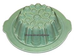 Brocante pottery pudding mold, pastel green Pudding shape in pastel green pottery from the 50s / 60s. Complete with the corresponding underplate.   Height: 8 cm Diameter:24 / 25,5 cm (with handles) http://www.retro-en-design.co.uk/a-45887082/pottery/brocante-pottery-pudding-mold-pastel-green/
