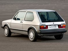 Images of Volkswagen Golf GTI Pirelli UK-spec (Typ 17) 1983 (2048 x 1536)