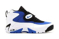 Nike 2014 Air Mission Retro: Last seen some 20 years ago, the Nike Air Mission is receiving the retro treatment for The Sock Shoes, Cute Shoes, Shoe Boots, Nike Fashion, Sneakers Fashion, Best Sneakers, Sneakers Nike, Dallas Cowboys Shoes, Mens Nike Shox