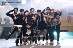 This Compilation of BTS Group Photos From Debut Until Now Will Make You Feel Old - Koreaboo Bts Predebut, Chanbaek, Bts Taehyung, Bts Jungkook, Park Chanyeol, Baekhyun, Seokjin, Namjoon, Yoonmin