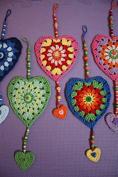 Ravelry: Project Gallery for Sunburst Granny Hearts pattern by Jacquie - Bunny Mummy Crochet Bunting, Crochet Garland, Crochet Decoration, Crochet Flowers, Crochet Home, Crochet Crafts, Crochet Yarn, Diy Crafts, Crochet Designs