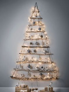 frosted branches Christmas tree with ornaments and LEDs Best Christmas Lights, Unique Christmas Trees, Alternative Christmas Tree, Wooden Christmas Trees, Modern Christmas, Xmas Tree, Christmas Fun, Christmas Tree For Wall, Christmas Tree Ideas For Small Spaces