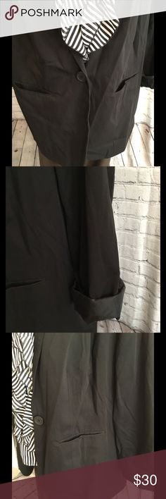 Black long sleeve blazer, single button front. Basic blazer. Single button can be worn open or closed. DENIM 24/7 Jackets & Coats Blazers