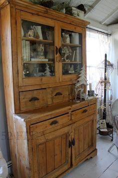 52 FLEA: Paula's Cozy Christmas Cottage 2013 - Part 1 Dark Furniture, Kitchen Furniture, Rustic Furniture, Home Furniture, Farmhouse Furniture, Furniture Storage, Luxury Furniture, Antique Furniture, New England Homes