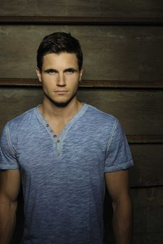 Robbie Amell, in the new show The Tomorrow People , and is the younger cousin to Steve Amell, of Arrow.
