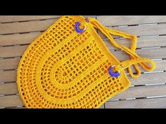 to view English subtitles, please click CC link STARTING: chain skip 7 chaain space, 1 double crochet into space,. Love Crochet, Beautiful Crochet, Double Crochet, Knit Crochet, Big Tote Bags, Purses And Bags, Filet Crochet, Crochet Market Bag, Net Bag