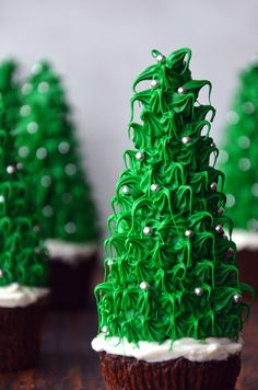 Christmas Tree Cupcakes -Recipe- Just imagine an entire forest of these edible trees lining your holiday table or surrounding a gingerbread house. Christmas Tree Chocolates, Christmas Brownies, Christmas Tree Cupcakes, How To Make Christmas Tree, Christmas Goodies, Christmas Desserts, Christmas Treats, Christmas Holidays, Christmas Recipes