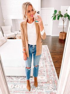 Wondering how to wear straight leg jeans? Today I am sharing 6 straight leg jean outfit ideas that you can easily implement in your closet! Take my suggestions as guidelines and put them to work with what you have!