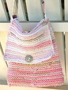 Upcycled T-Shirt Handbag : : Tutorial - Cynthia Shaffer Crochet Handbags, Crochet Purses, Crochet Bags, Crochet T Shirts, Knit Crochet, Tee Shirt Fila, Tshirt Garn, Handbag Tutorial, Ideas