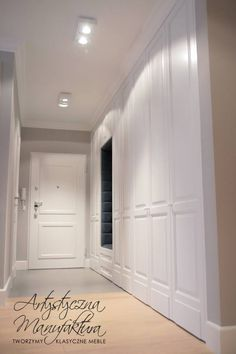 stylowe szafy wnękowe w holu