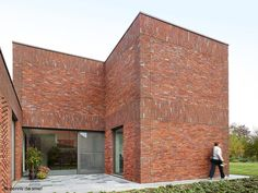 'Woning av te k' - Ampe Trybou Architecten. I like the subtle variations in the brickwork on this facade! Red Brick Exteriors, Brick Facade, Red Brick Walls, Brick And Wood, Brick Building, Building A House, Brick Works, Brick Detail, Arch Architecture