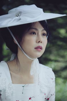 [Photos] Added new stills and on-the-set images for the upcoming Korean movie 'The Handmaiden' Mademoiselle Film, Park Chan Wook, Kim Min Hee, K Drama, Beautiful Film, In And Out Movie, Film Aesthetic, About Time Movie, Female Characters
