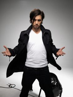 HEROES - Peter Petrelli LOVE HIS HAIR ! Totally my favorite hair cut for a guy.