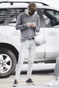 EXO Kai (Kim Jongin) at Incheon Airport to Jakarta Korean Airport Fashion, Asian Men Fashion, Korean Fashion Online, Kpop Fashion, Mens Fashion, Fall Fashion, Style Fashion, Casual Outfits, Men Casual